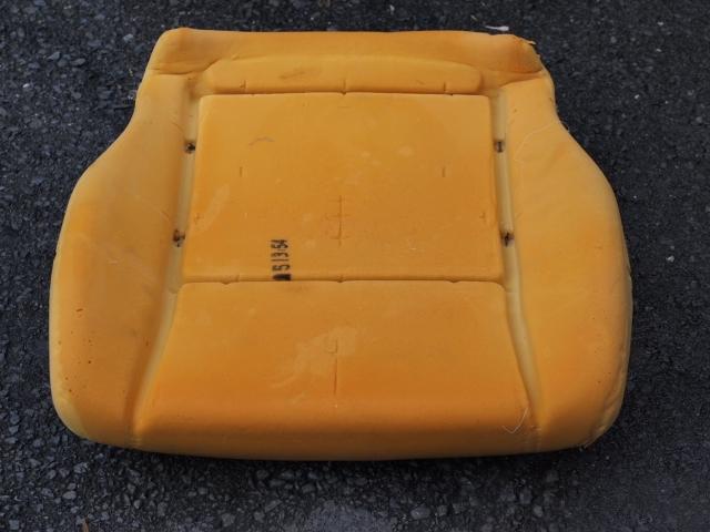 ラシーン運転席シートお尻部分分解写真2